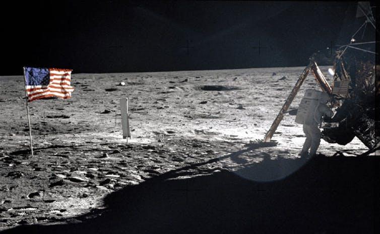 عن غزو القمر وسرقة ثرواته