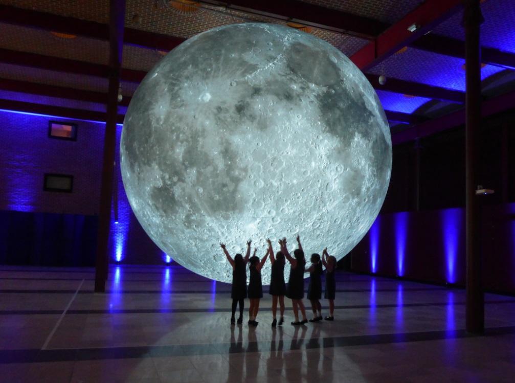 معرض متحف الآغا خان يحتفل بالذكرى الخمسين للهبوط على القمر