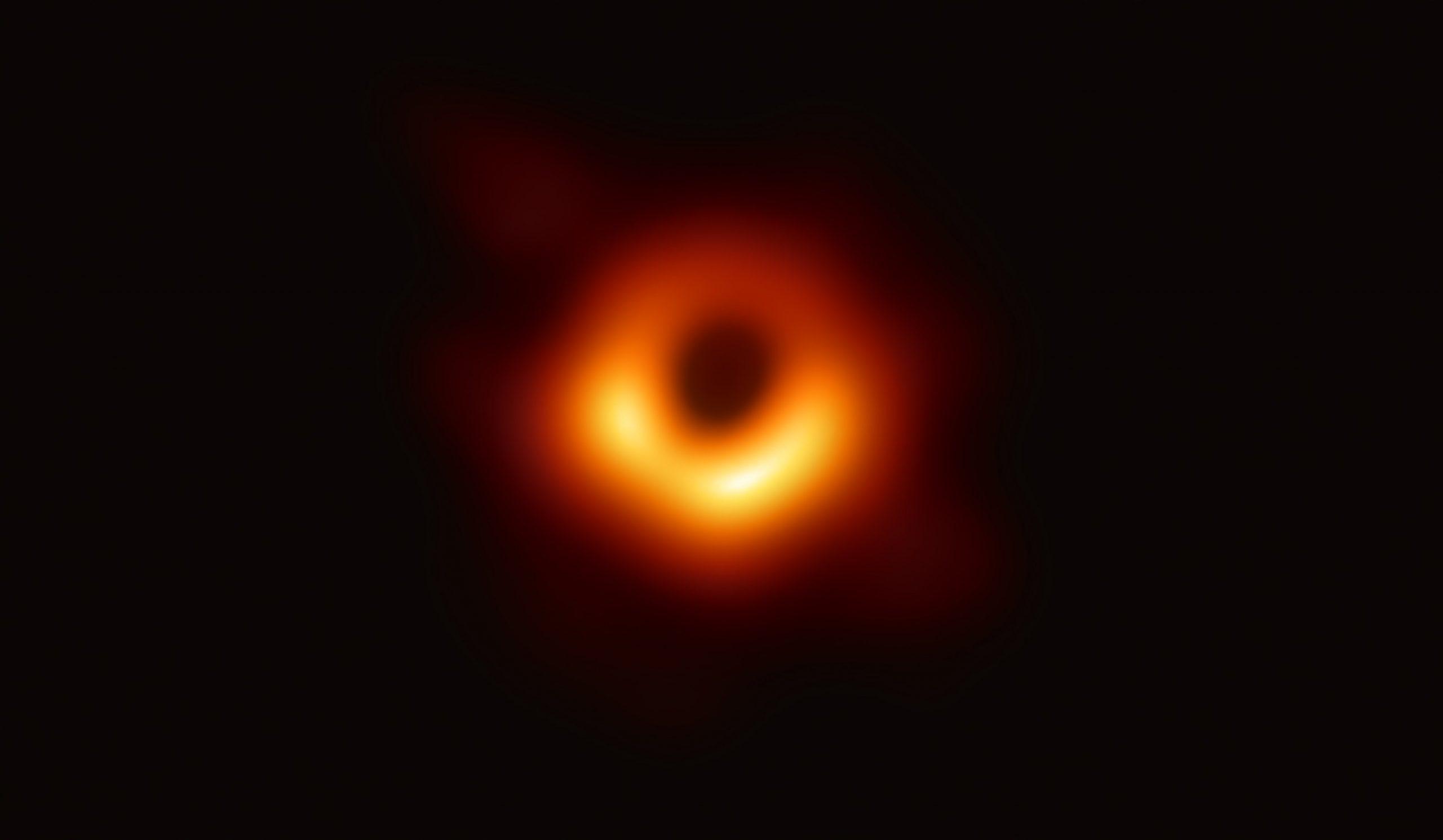 إكتشاف أسرع الثقوب السوداء نمواً في الكون