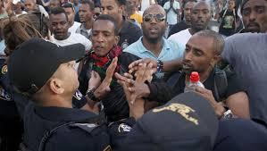عشرات اليهود الأثيوبيين يتظاهرون قبالة مقر الكنيست