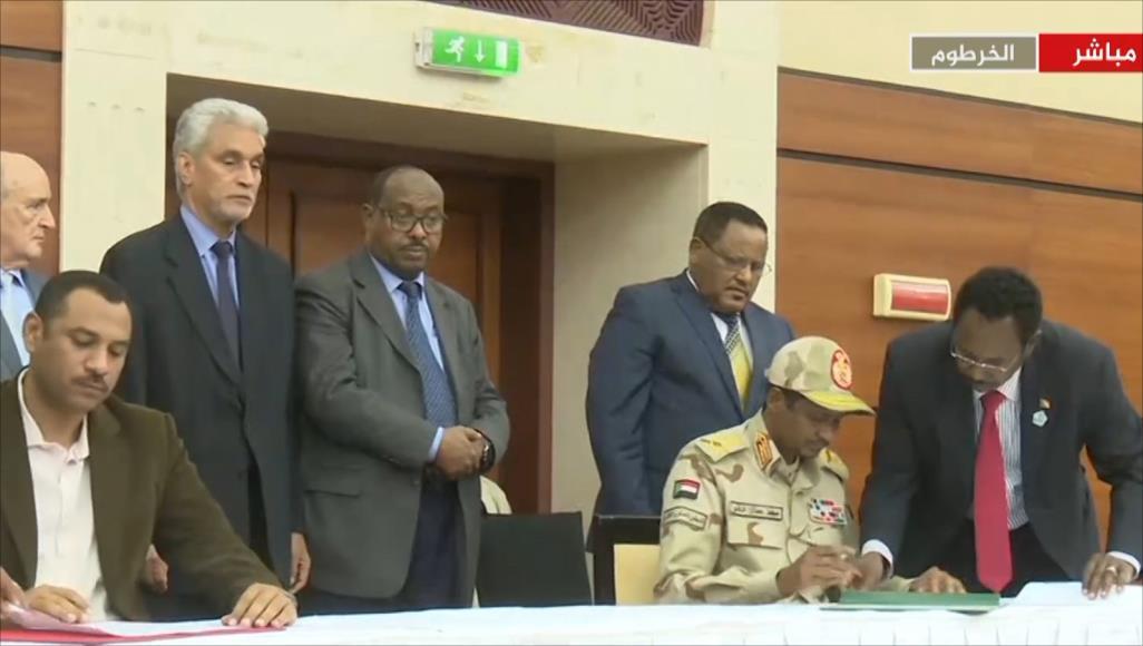السودان :التوقيع  على اتفاق بين المجلس العسكري وتحالف المعارضة