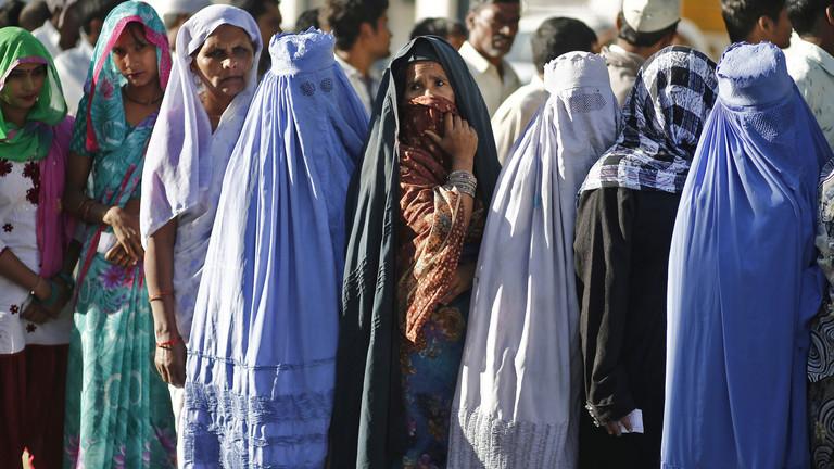 """البرلمان الهندي يحظر """"الطلاق بالثلاثة"""""""