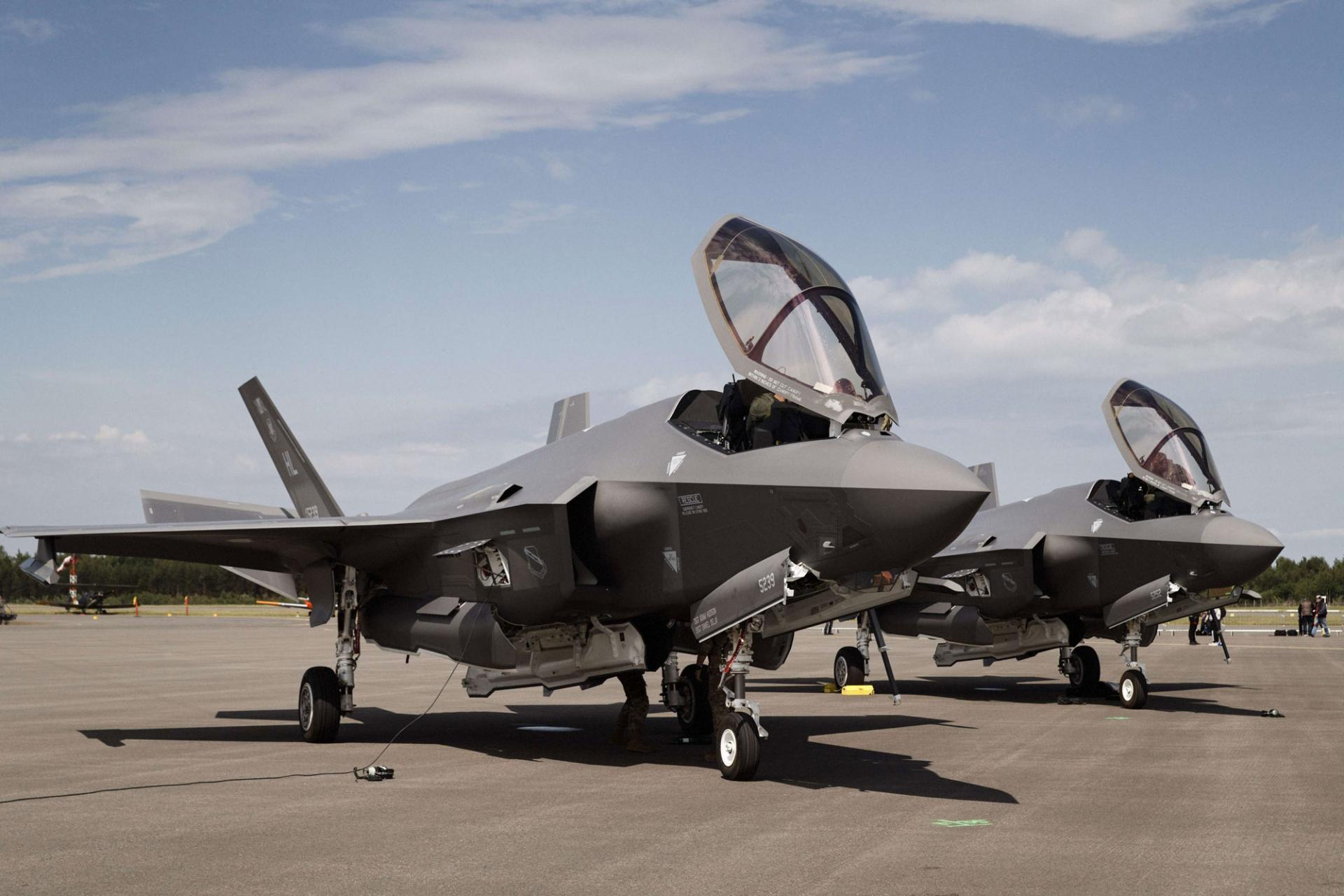 """الإسرائيلي يتسلم طائرتين مقاتلتين جديدتين من طراز """"إف 35"""""""