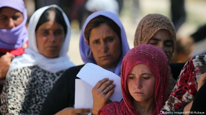 أيزيديات يجبرن على التخلي عن أبنائهن من مقاتلي داعش