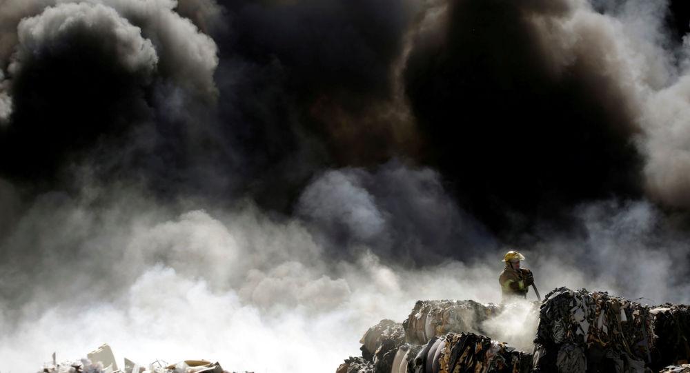 """""""الاستعانة بالطيران""""… حريق هائل يوقف الرحلات بمحطة قطار الحرمين في جدة"""
