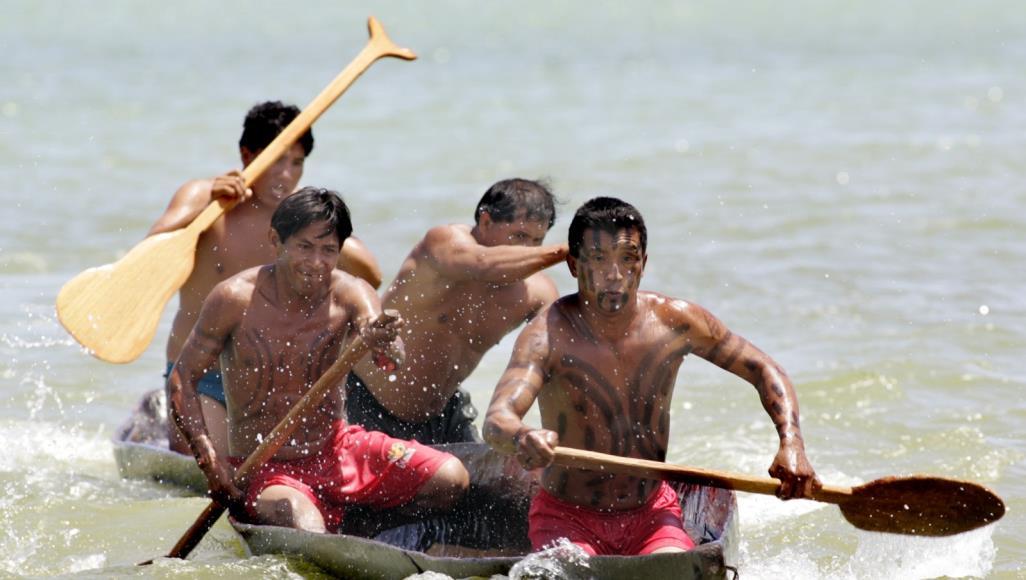 سكان الأمازون الأصليون يصلون لوقف الحرائق