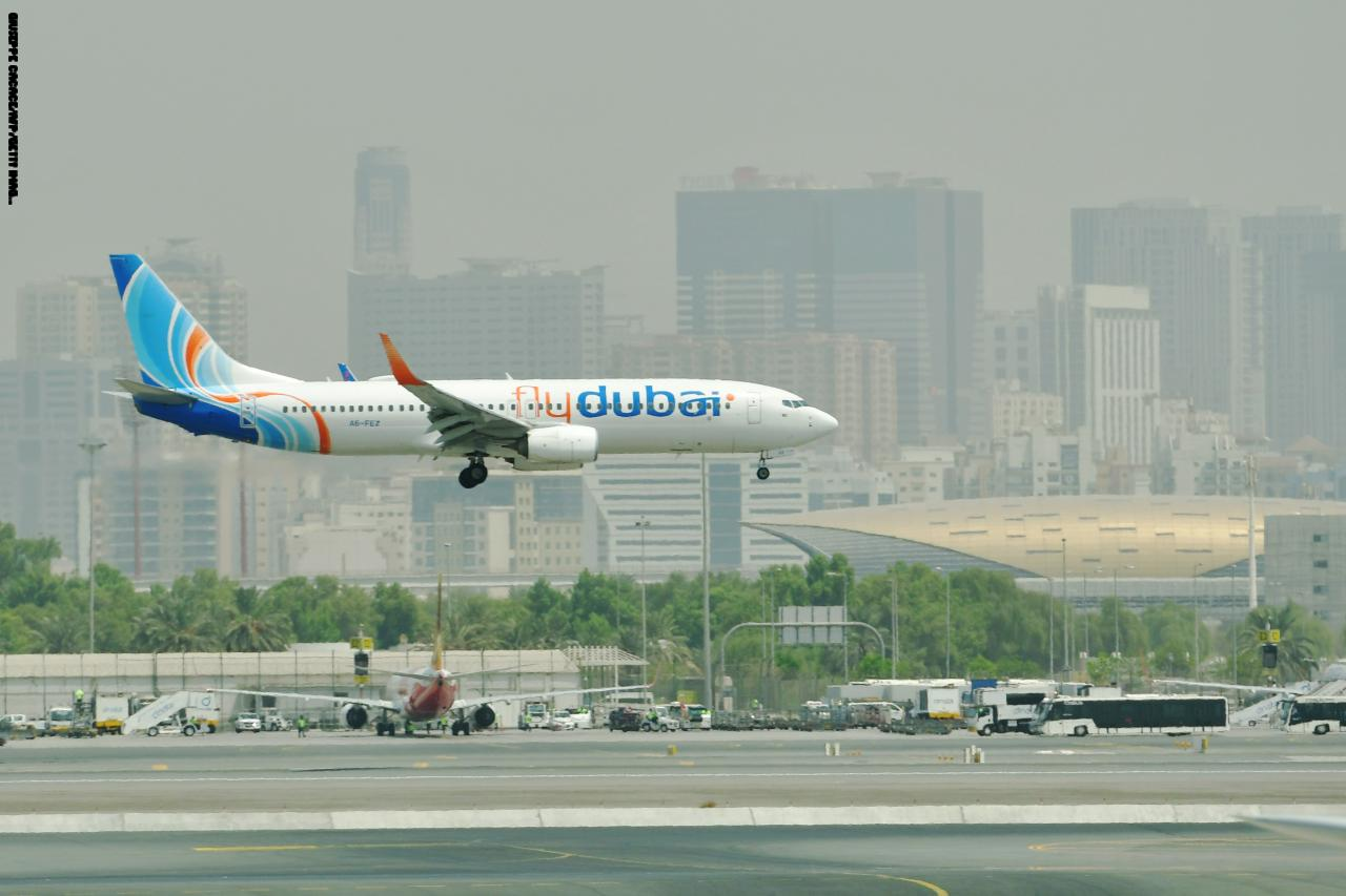 """إيقاف حركة الطيران في مطار دبي بسبب """"درون"""" وعودتها مرة أخرى"""