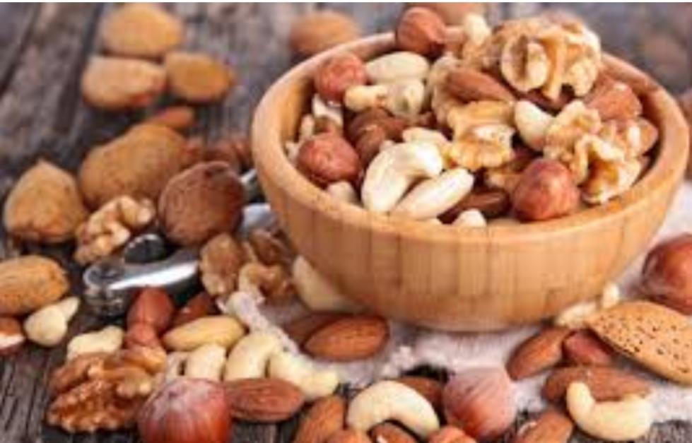 خبير تغذية يؤكد: المكسرات قد تكافح زيادة الوزن!