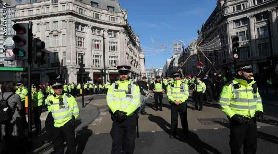 الشرطة البريطانية تعلن العثور على 39 جثة في شاحنة