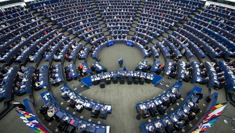 """البرلمان الأوروبي يرفض إقامة """"منطقة آمنة"""" تركية في سوريا ويمهد لعقوبات"""