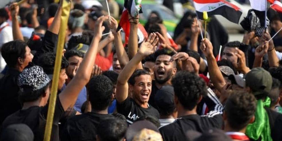 آلاف العراقيين يواصلون التدفق على ساحة التحرير ببغداد