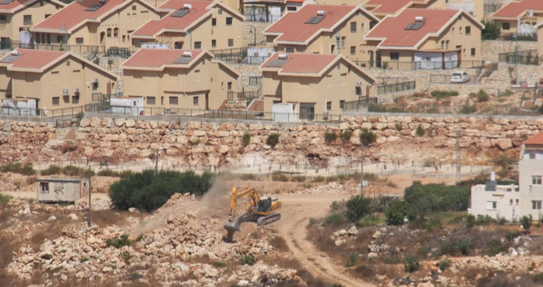 هآرتس: بالنسبة إلى المستوطنين من الخليل، الحي الجديد الذي أعلنه بينت هو البداية فقط