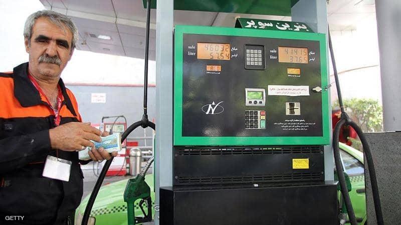 التلفزيون الإيراني: بدء تقنين توزيع البنزين وزيادة أسعاره