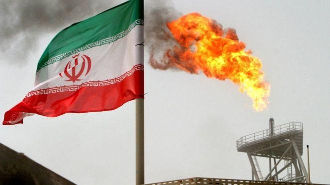 معاريف: إيران ضد العالم… هل خرق العقوبات سيؤدي إلى أزمة قريباً؟
