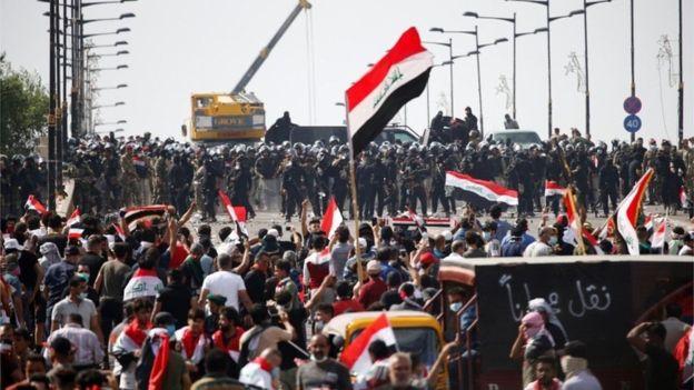 قوات الأمن تطلق الرصاص الحي لتفريق محتجين في بغداد