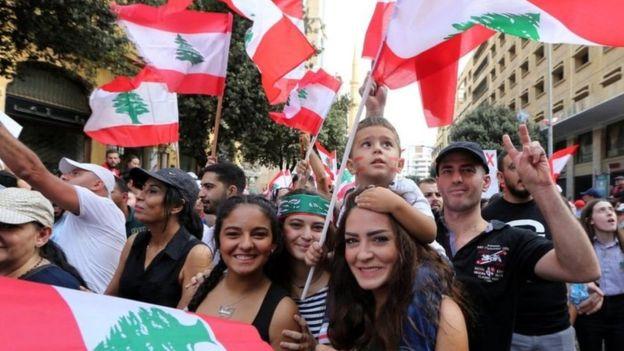 الكهرباء والاتصالات والبنوك أبرز أسباب معاناة اللبنانيين