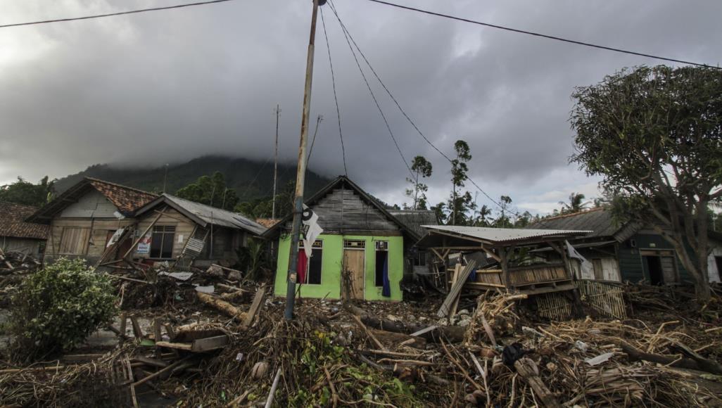 زلزال يلحق أضرارا ببعض المنازل والكنائس في شرق إندونيسيا