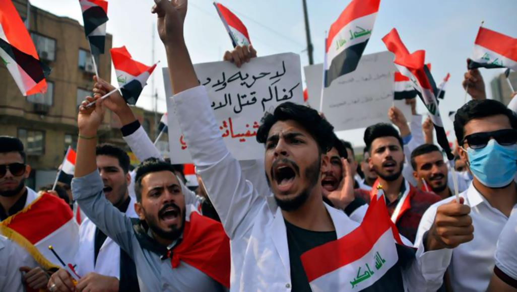 المحتجون العراقيون يرفضون تغيير القيادة ويطالبون بتغيير النظام