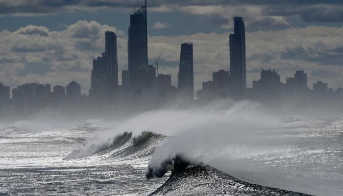 أستراليا تستعد لرياح قوية وبرق تحت تهديد حرائق الغابات