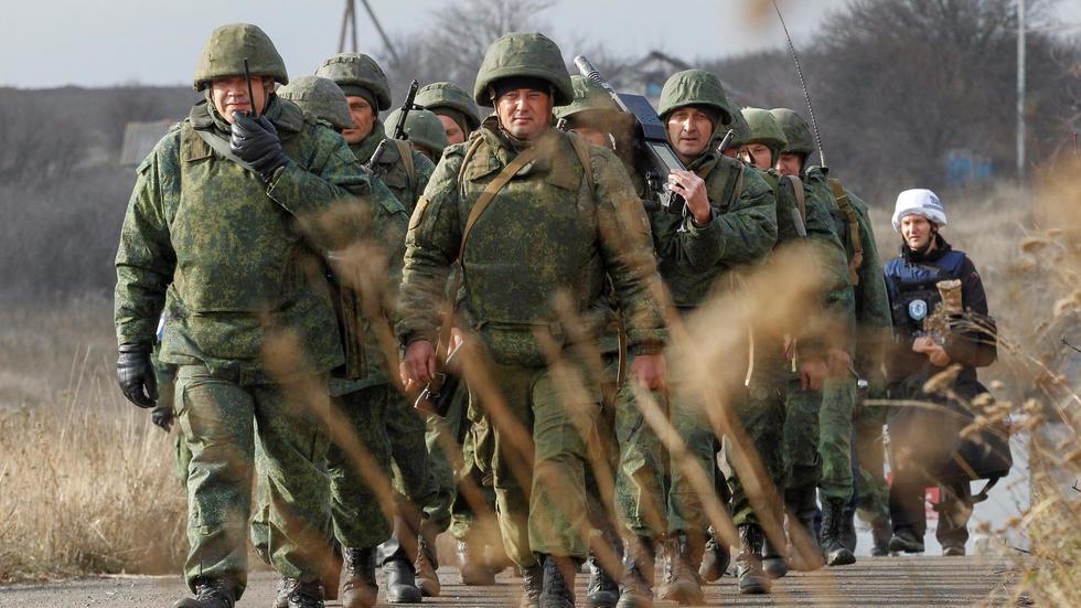 القوات الأوكرانية وقوات المتمردين تبدأ الانسحاب من قرية بمنطقة متنازع عليها