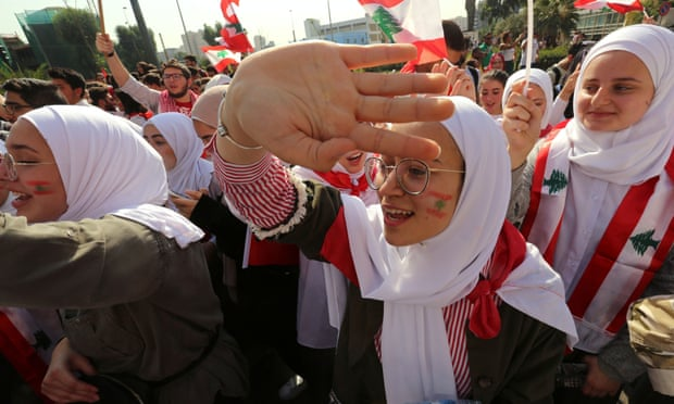 """""""الغارديان"""": المرأة اللبنانية تطالب بحقوق جديدة وسط الحراك"""