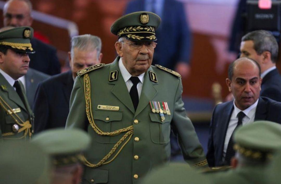 وفاة رئيس أركان الجيش الجزائري في مرحلة دقيقة من الأزمة السياسية