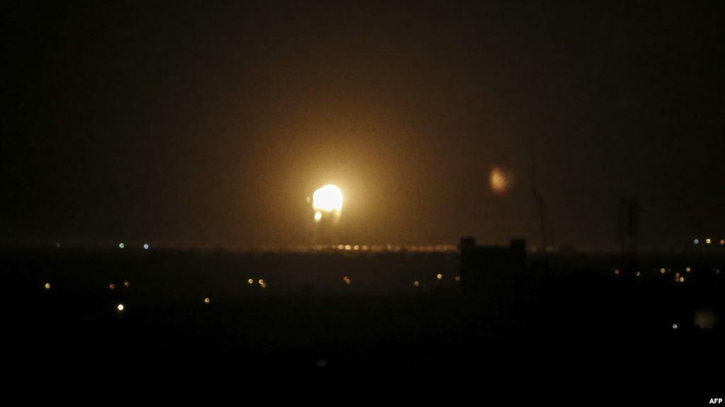 """معاريف: طائرات سلاح الجو تشن غارات على مواقع تابعة لحركة """"حماس"""""""