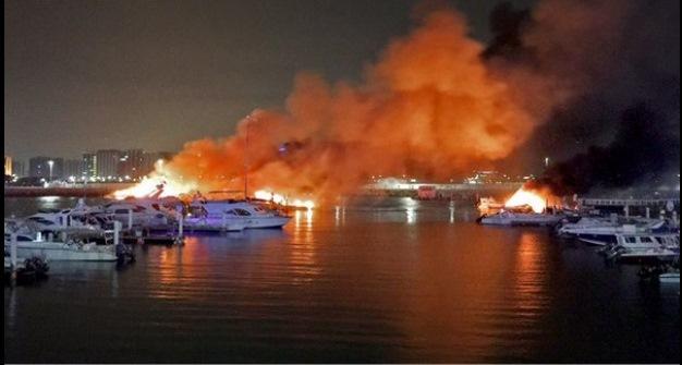 المكتب الإعلامي لحكومة دبي: اندلاع حريق في يخت قيد الصيانة ولا إصابات