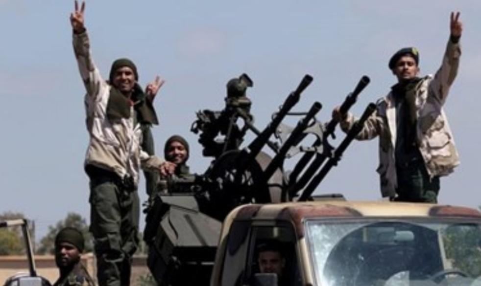 الغارديان: 2000 مقاتل سوري في ليبيا لدعم حكومة الوفاق