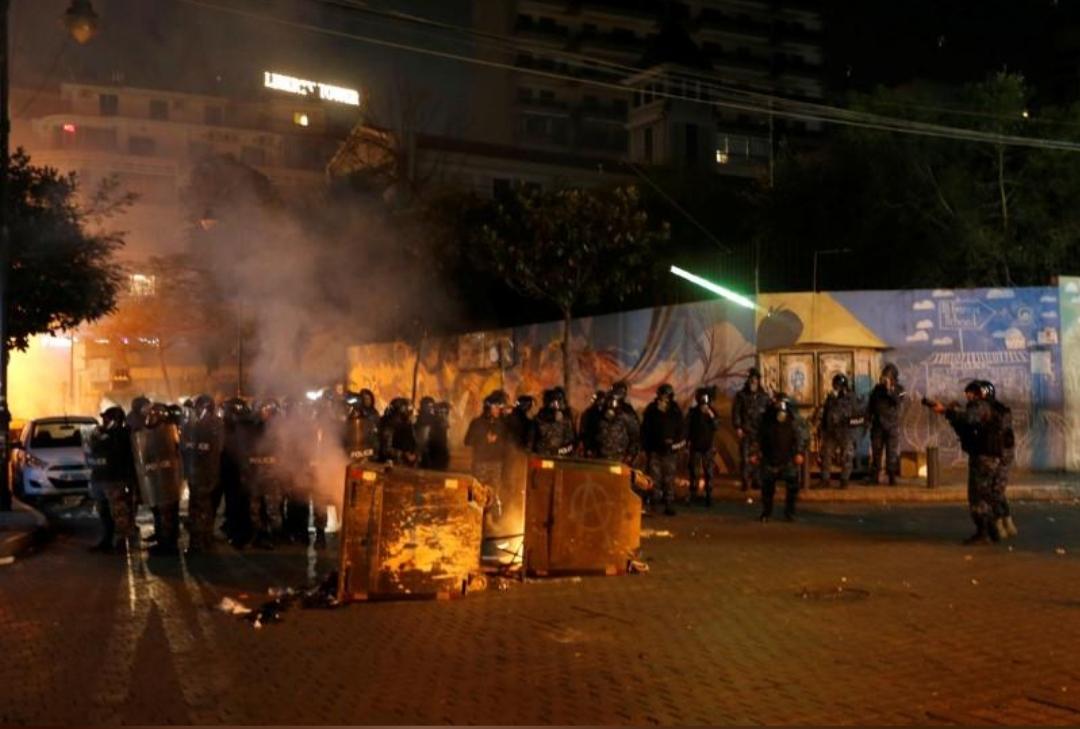 اندلاع اشتباكات لليلة الثانية خلال احتجاجات في لبنان