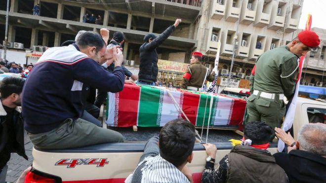 عشرات الآلاف يشيعون سليماني في بغداد