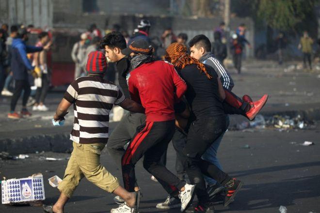 مقتل أربعة محتجين وشرطيين في استمرار الاحتجاجات ضد الحكومة بالعراق