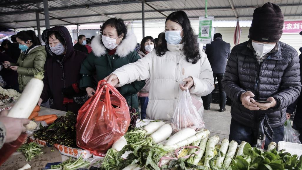 الصين تسابق الزمن لاحتواء فيروس كورونا مع اتساع نطاق تفشي المرض