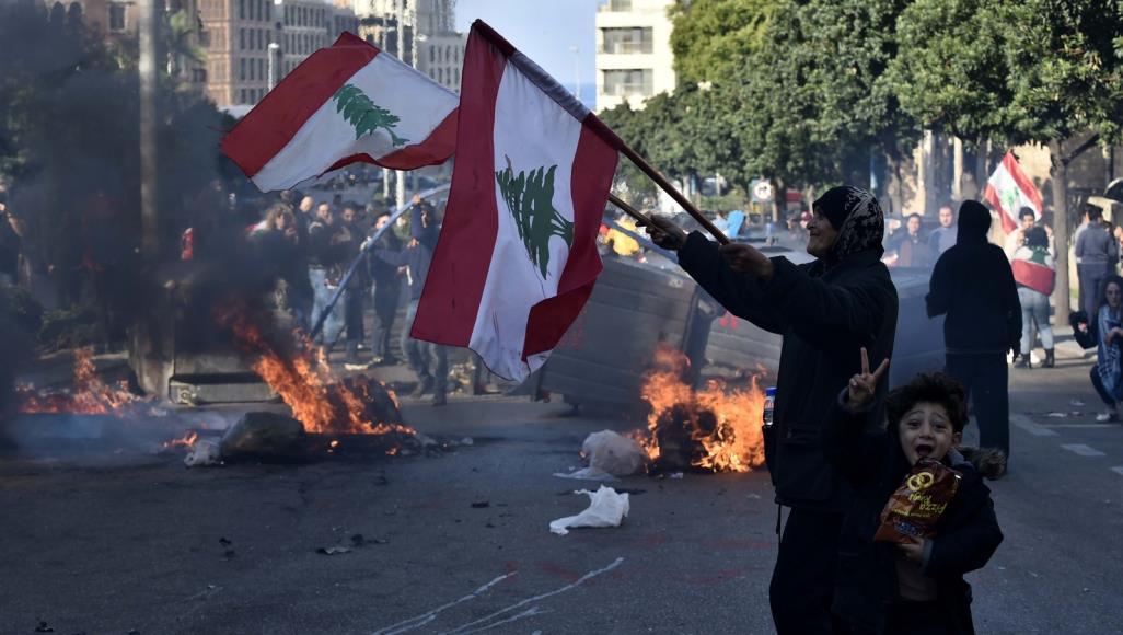 عشرات المصابين في اشتباكات بين المتظاهرين وقوات الأمن في بيروت