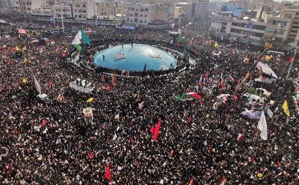 حشود ضخمة في إيران لحضور جنازة سليماني وخليفته يعد بالثأر