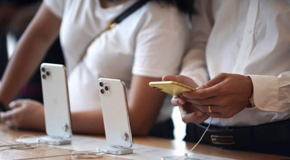 """جديد أبل.. هاتف آيفون """"رخيص"""" بمواصفات عالية"""