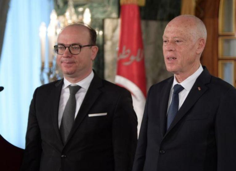 رئيس وزراء تونس الجديد يتسلم الحكم و يريد استقرارا سياسيا لانعاش الاقتصاد