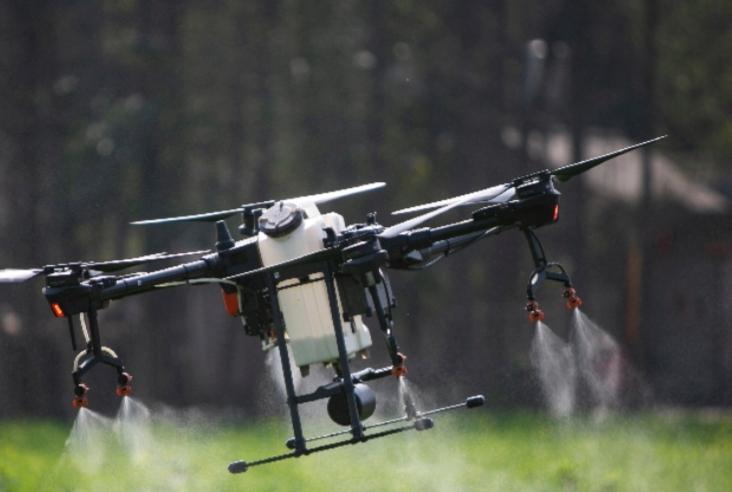 تكنولوجيات عالية مثل الذكاء الاصطناعي والمركبات بدون طيار تساعد في مكافحة الوباء في الأرياف الصينية