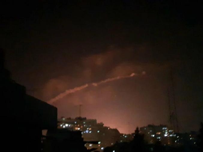 """إعلام رسمي: الدفاعات الجوية السورية تتصدى """"لعدوان إسرائيلي"""" في سماء تدمر"""