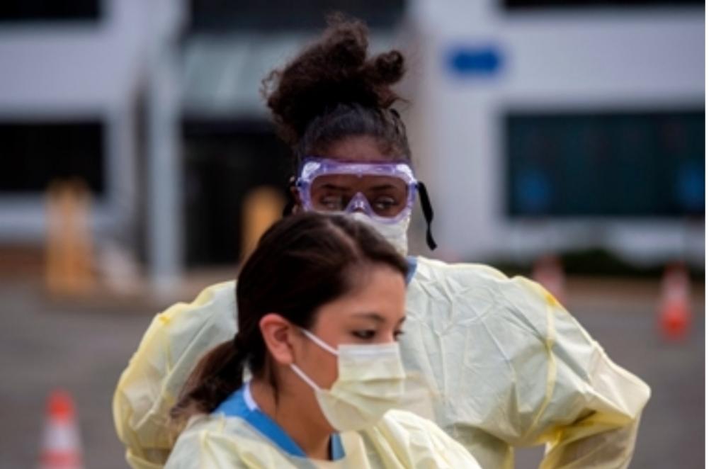 """ممرضات أميركيات يصفن واقع المستشفيات: فوضى كـ""""منطقة حرب"""""""