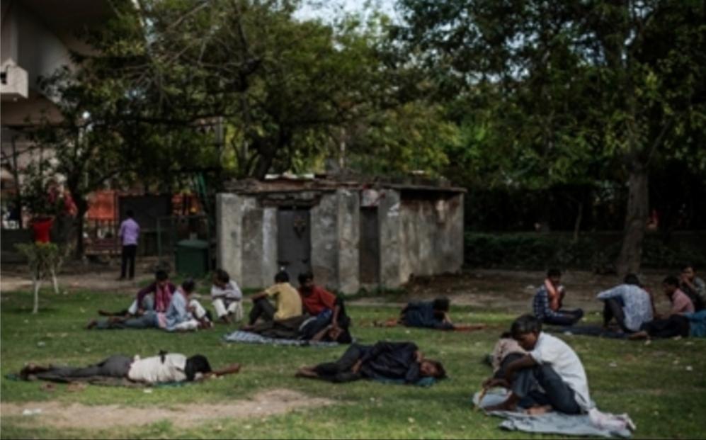 """""""نيويورك تايمز"""": الإغلاق يؤدي إلى ارتفاع أعداد الجياع والمشردين في الهند"""