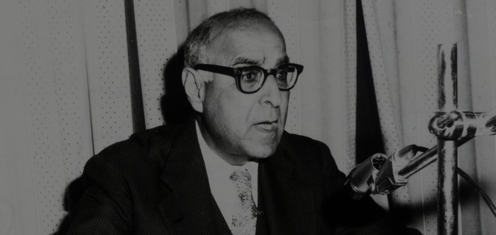 زكي نجيب محمود.. حلّ معضلة الحداثة والتراث