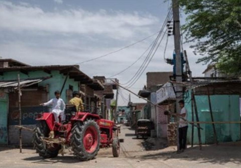 الهند: متطوعون يشاركون في فرض الحظر