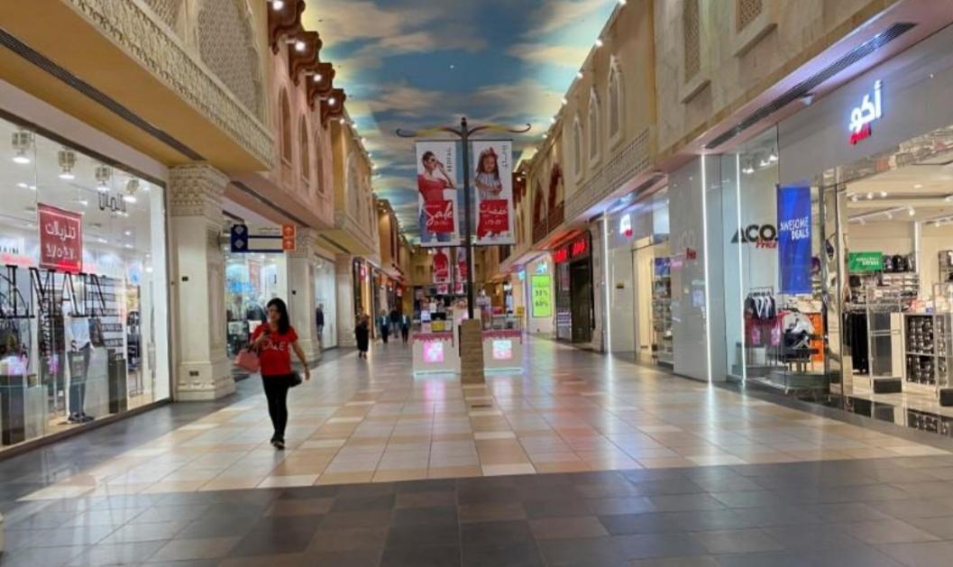 دبي تفتح المطاعم والمقاهي وتستأنف خدمات النقل العام