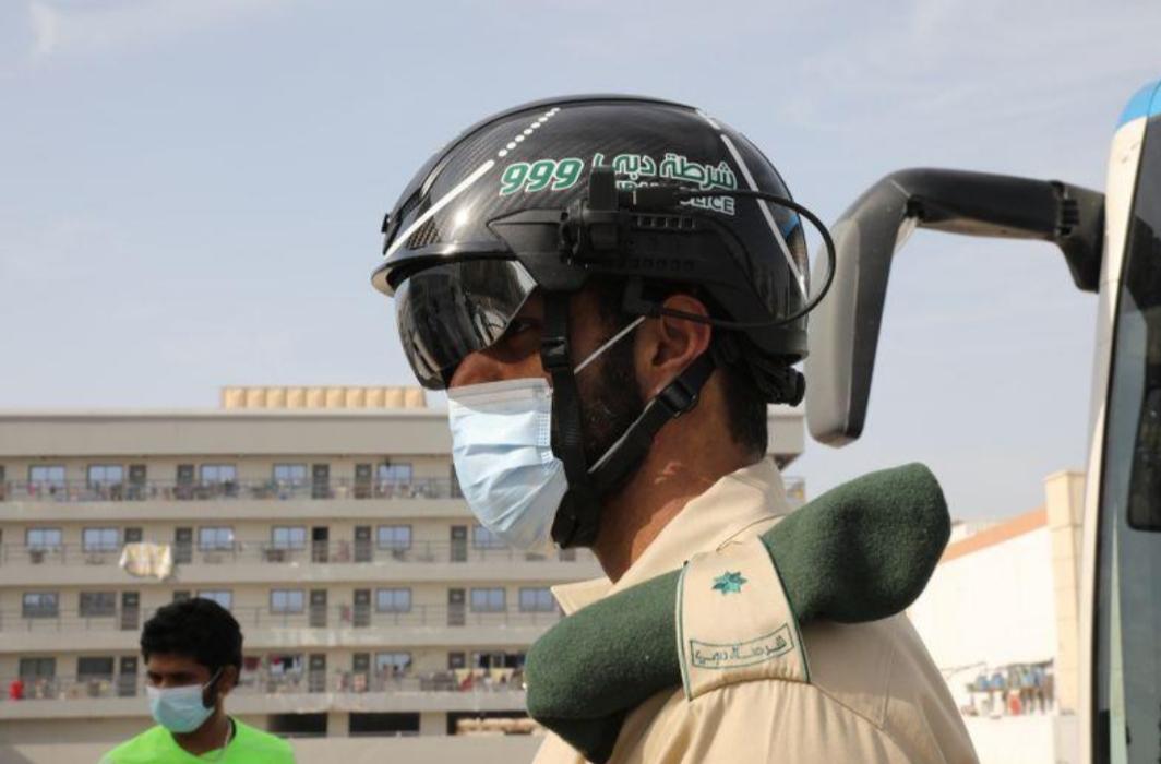 شرطة الإمارات تستخدم التكنولوجيا الذكية في مكافحة فيروس كورونا