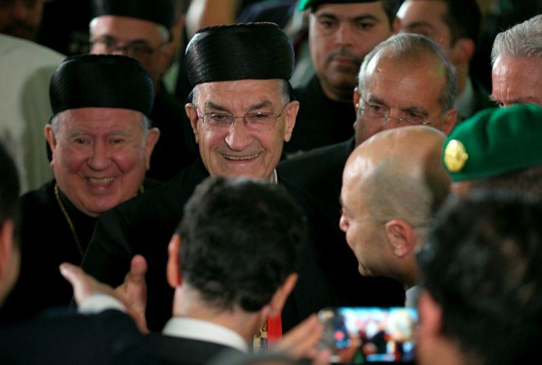 البطريرك الماروني في لبنان يدعم محافظ المصرف المركزي مع تراجع الليرة