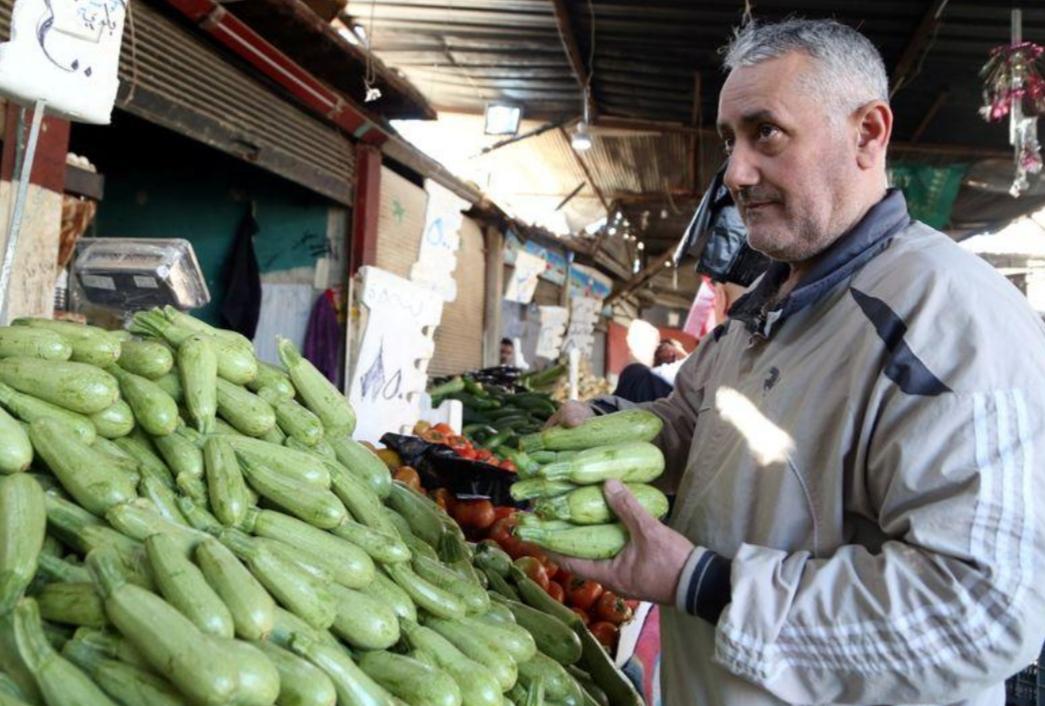 سوريا تمدد حظر التجول ليلا لكنها تسمح للشركات بالعودة للعمل
