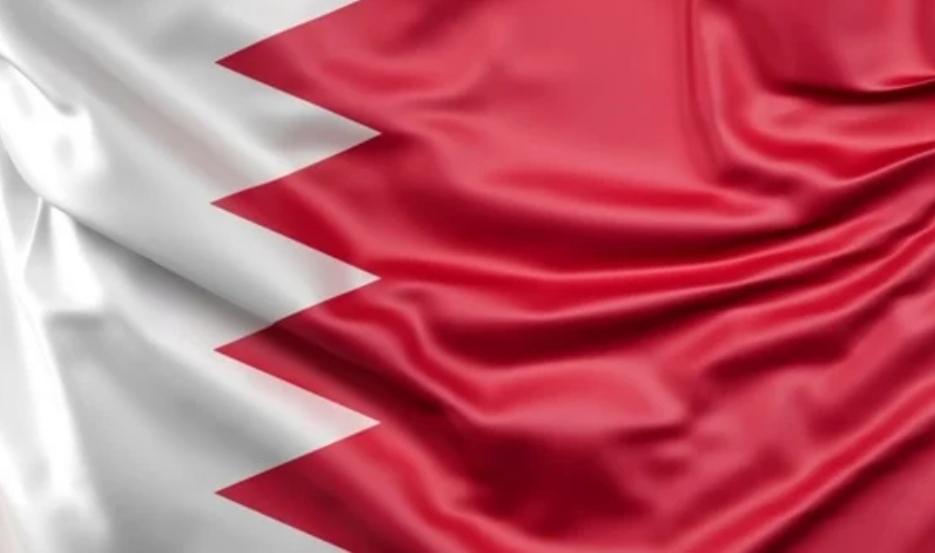 البحرين تخفف قيود كورونا وتفتح المتاجر والصناعات