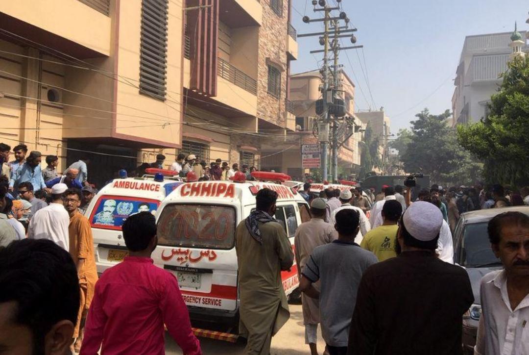مسؤول حكومي: نجاة راكب واحد على الأقل في تحطم طائرة باكستانية