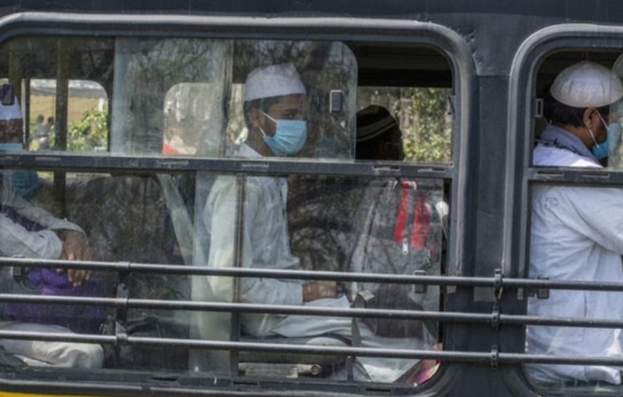 """""""نيويورك تايمز"""": الشرطة الهندية تستخدم """"كورونا"""" لتلميع صورتها"""
